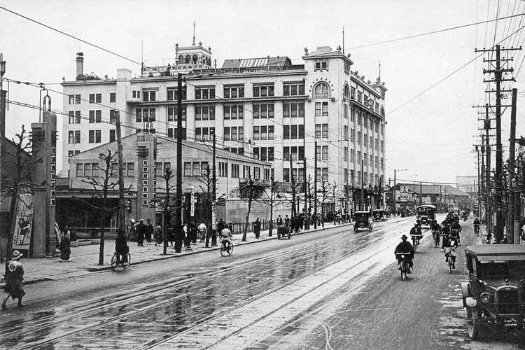 昭和時代初期の東邦ガス本部営業所と松坂屋