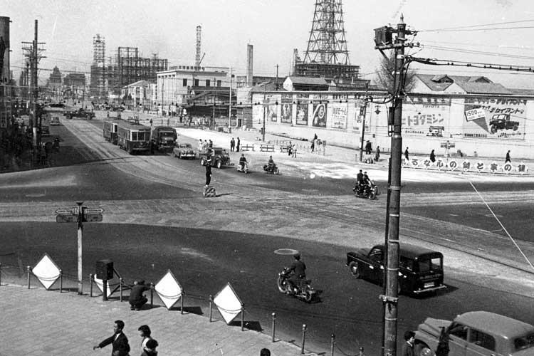 昭和20年代末の栄町交差点