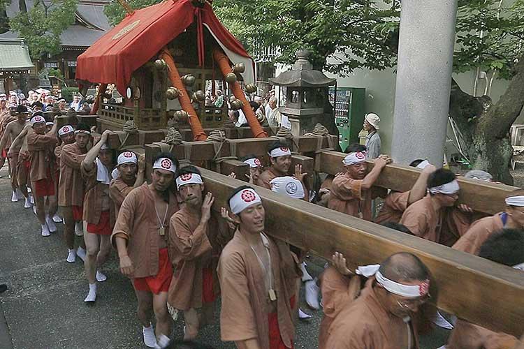 那古野神社へ戻る