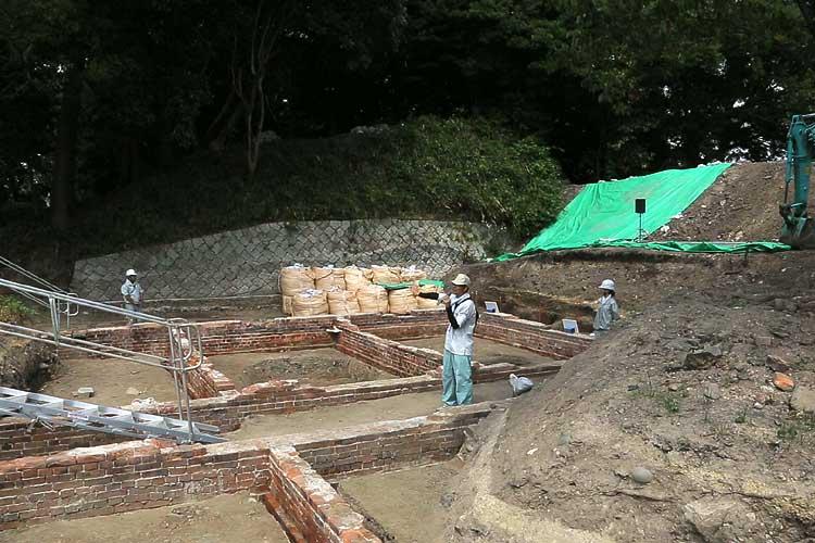 陸軍兵舎跡の発掘調査