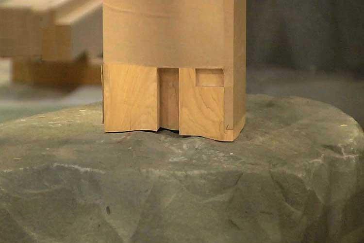 礎石とひかり付け加工後の柱