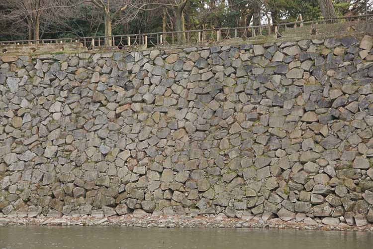 名古屋城に多い乱積の石垣
