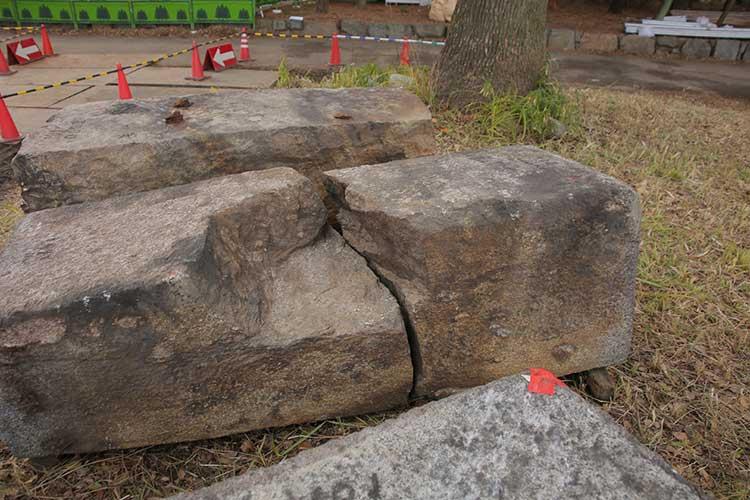 修復箇所の石