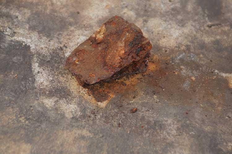 石を固定する敷金