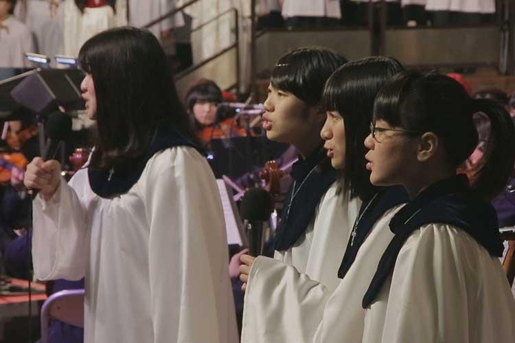 聖霊中・高生徒によるクリスマスキャロル