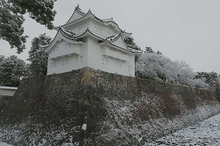 雪の名古屋城
