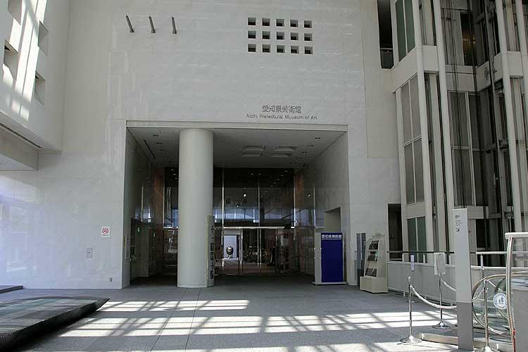 愛知県美術館入口