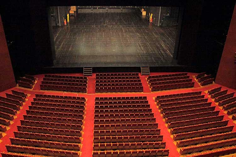 芸術劇場は大ホール