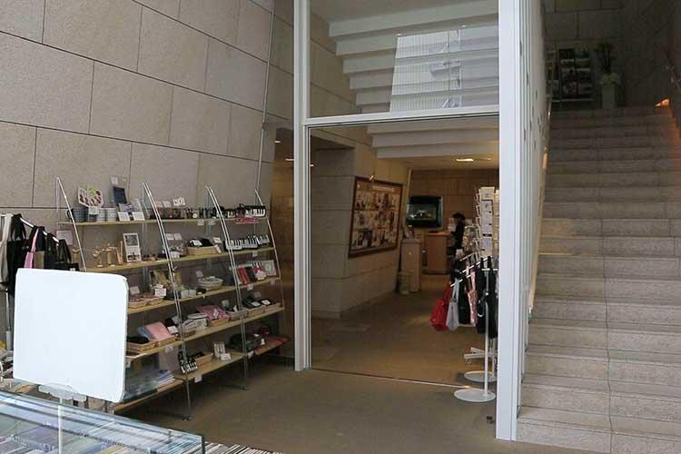 宗次ホール2F入口