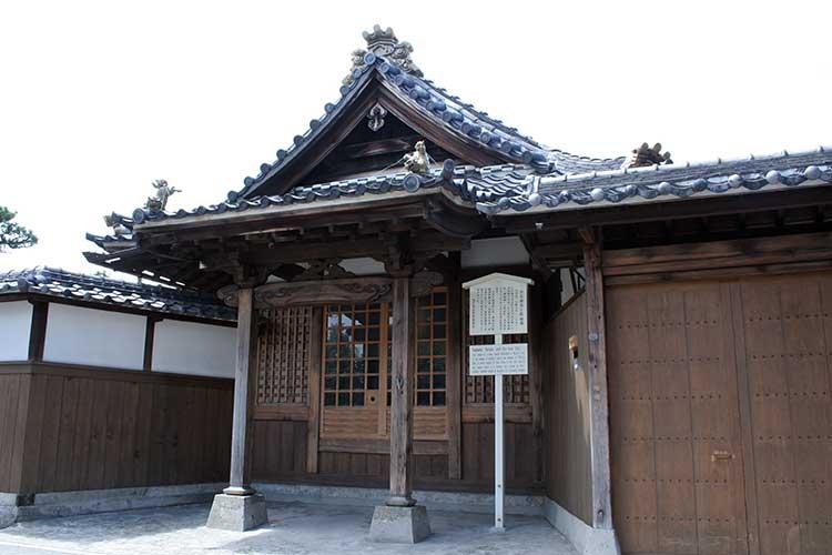 青大悲寺と鉄観音案内板