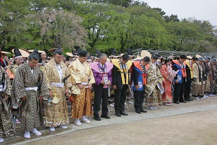 故夢童由里子(名古屋城文化フォーラム代表)に黙祷