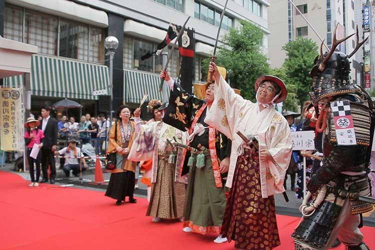 宗春道中-錦通レッドカーペット