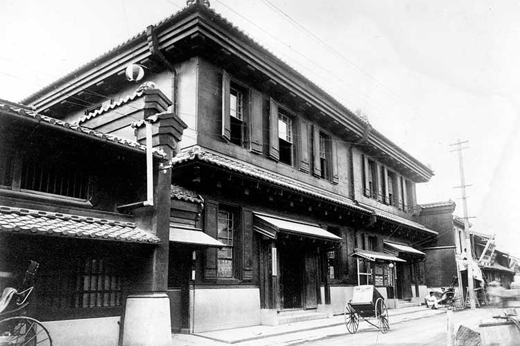 伝馬町通は明治時代の金融街