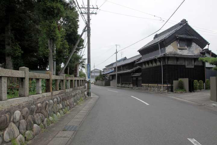 穂歳神社前の佐屋街道