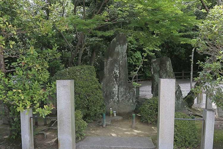 岩崎城古城の碑