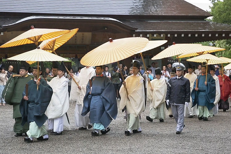 To the main shrine