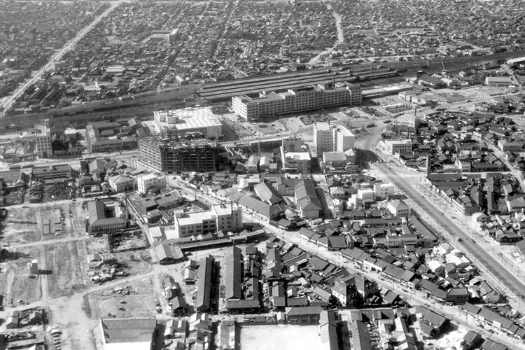 ④昭和20年代末の駅前