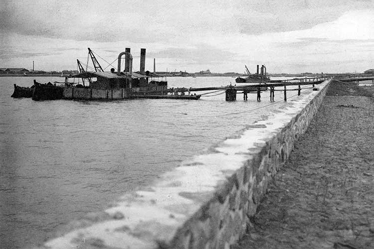 ② 名古屋港の浚渫工事