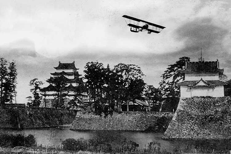 ①-2名古屋城上空の陸軍機演習