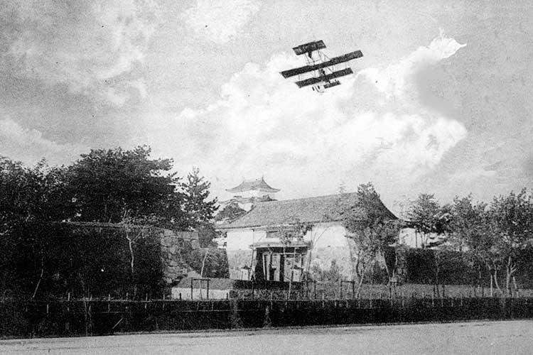 ①-3名古屋城上空の陸軍機演習