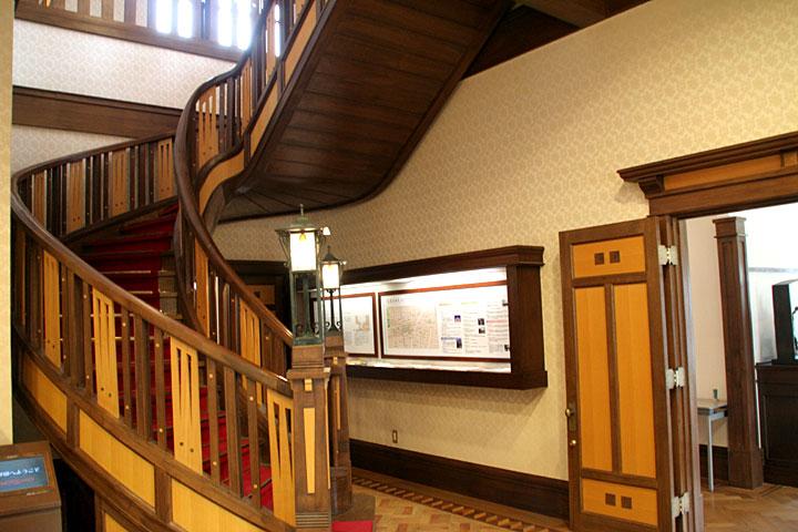 大広間階段