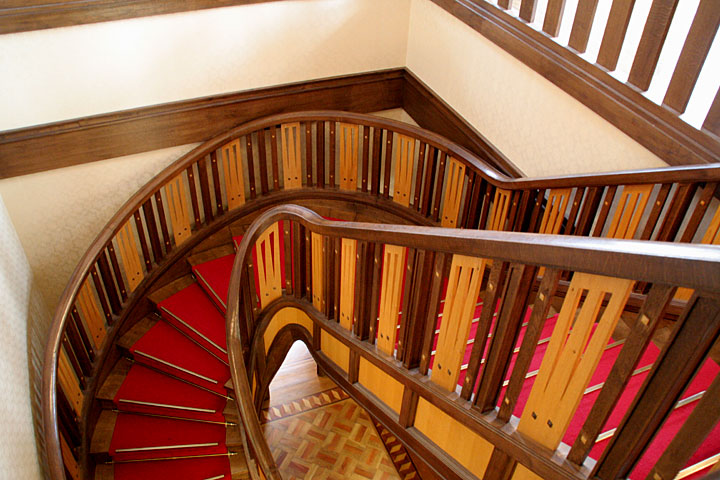 二階から見た階段