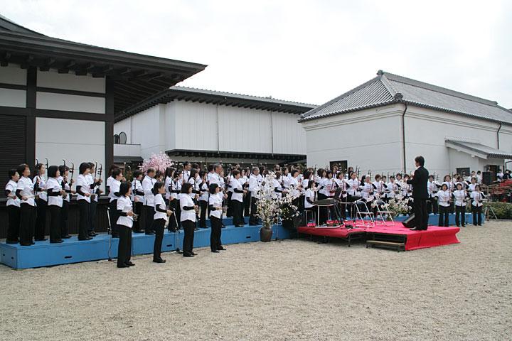 蓬左文庫前の二胡コンサート 4月初旬
