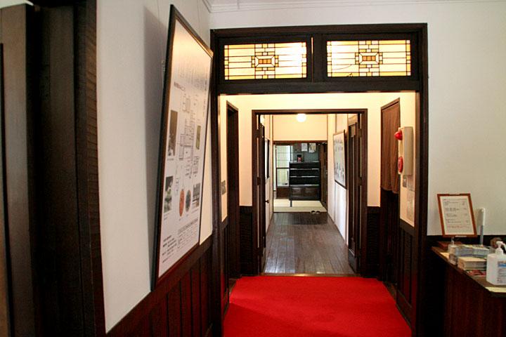 洋館入口廊下