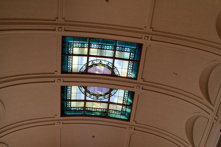 左右対称のネオ・バロック様式を基調としている