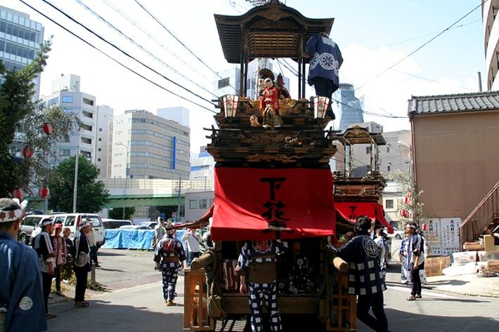 手前が浜松から里帰りした先代の二福神車