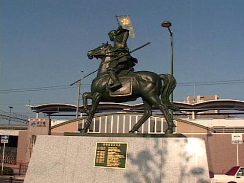 荒子駅前の前田利家像