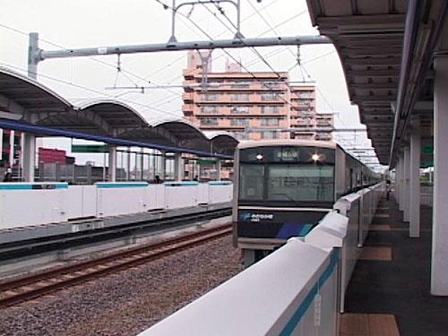 中島駅に到着
