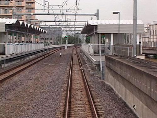 中島駅を離れる