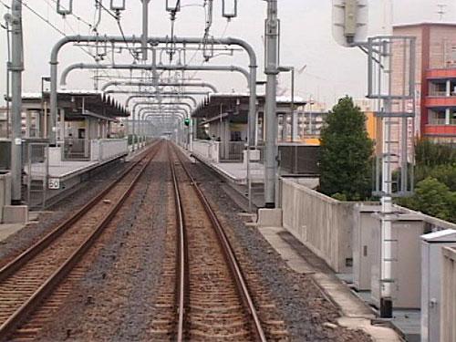 荒子川公園駅を出発