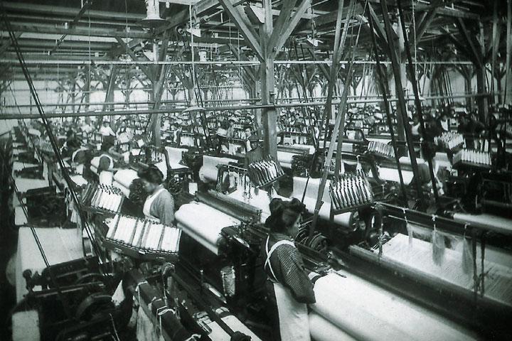 当時の作業風景 提供:産業技術記念館