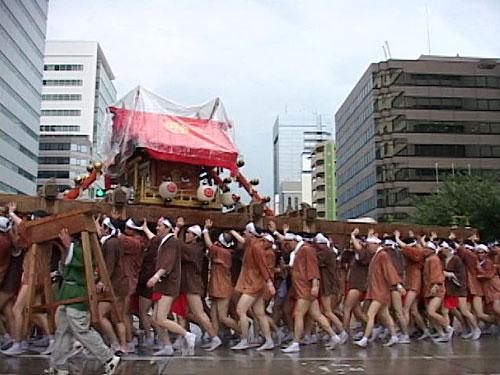 桜通の中御輿