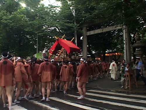 那古野神社へ到着する大神輿