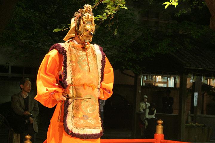陵王(りょうおう)