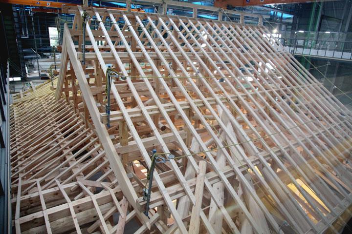 玄関の屋根骨組み