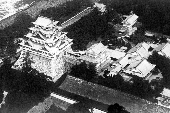 焼失前の名古屋城と本丸御殿