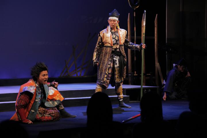 >前田慶次(左)、前田利家(右)