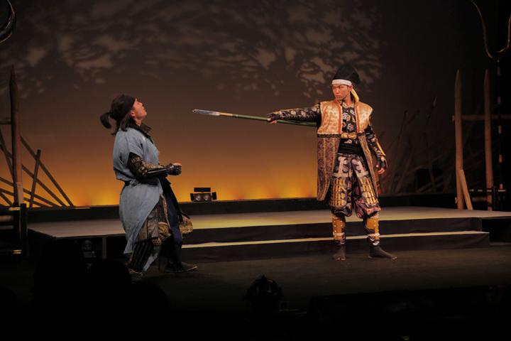 加藤清正(左)、前田利家(右)