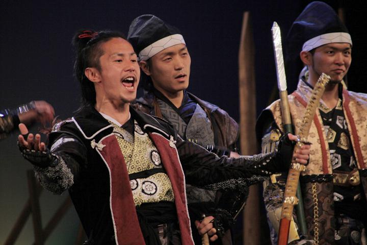 織田信長(左)、徳川家康(中)、前田利家(右)