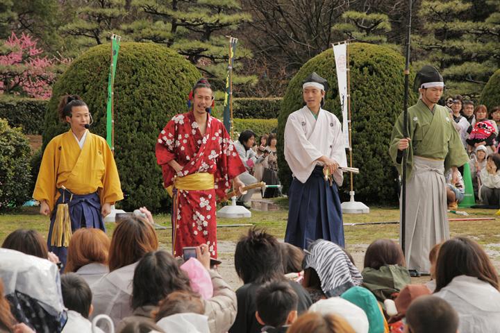 着物姿で名古屋おもてなし武将隊が登場