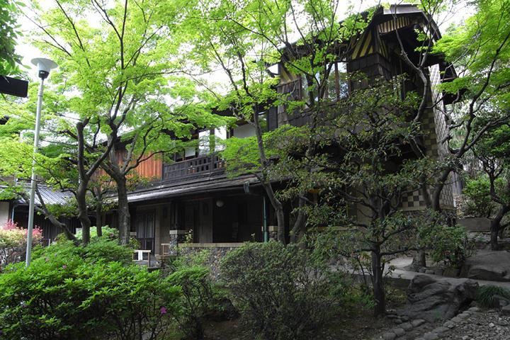伴華楼:尾張徳川家から移築した座敷と茶室に鈴木禎次設計の洋間を増築した和洋折衷の建物