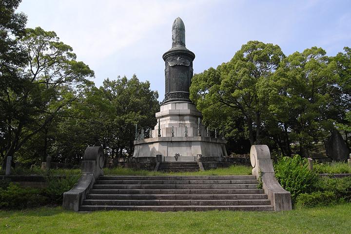 覚王山に移設された日清戦役第一軍戦死者記念碑
