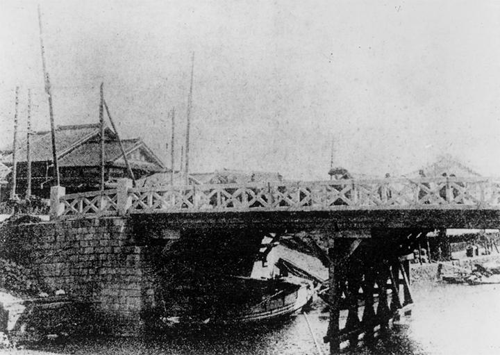 木橋時代の納屋橋(明治19年頃)
