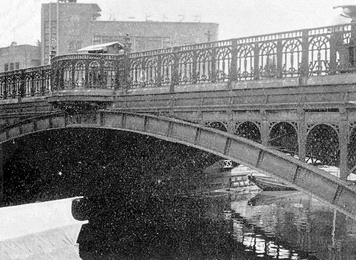 手前に納屋橋,その奥にカブトビール名古屋支店(昭和8年頃)