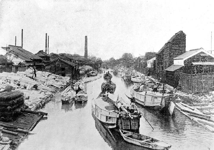 多くの船が荷の運搬に行き来していた堀川