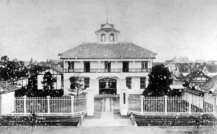 新装した新栄町二丁目の愛知県警察庁舎(大正9年頃)